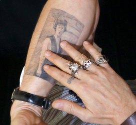 Tatuaje Calavera Johnny Depp famosos tatuados: johnny depp
